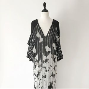 Max Azria Abstract Print Silk V-Neck Kaftan   XS/S